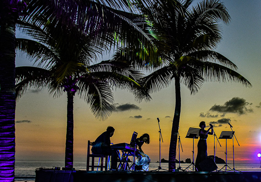 A Christmas concert under the stars in Ixtapa.