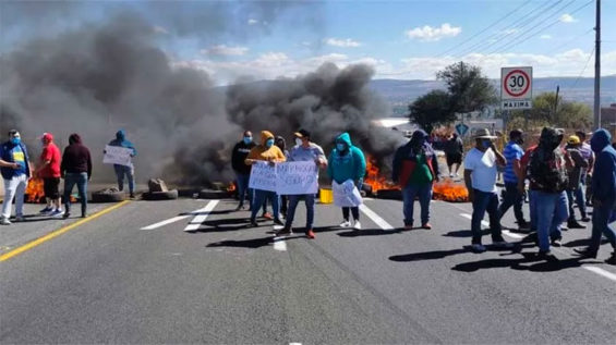 Citizens of Apaseo el Alto, Guanajuato, block a highway December 16 to protest insecurity.